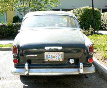 mid-1960s Volvo Amazon 122s with 1984 baseplate no. 046-823